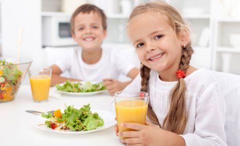 nens menjant sa